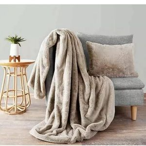 UGG Polar Throw and Pillow Set in Oatmeal. NEW